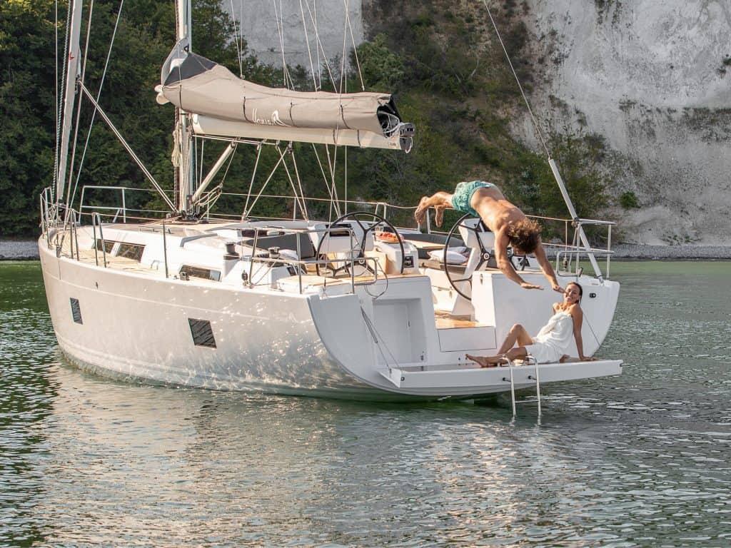 Hanse-458_exterior_charter_management12-yacht-match