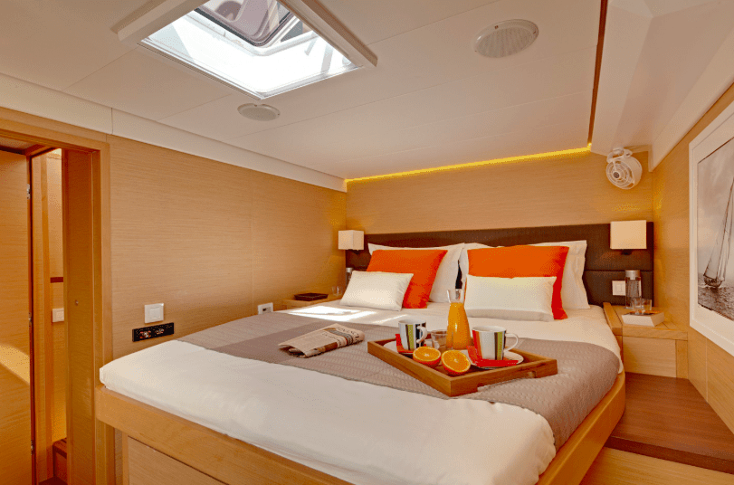 King size bed in one of the cabins of the Lagoon 620