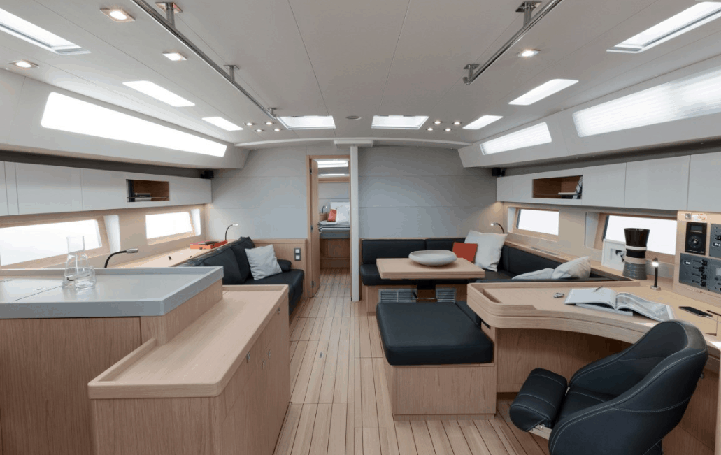 Overview of the luxurious and spacious saloon of the Beneteau Oceanis 55.1
