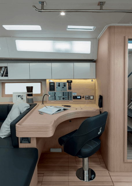 Sit comfortably while you navigate your Beneteau Oceanis 55.1 through the oceans