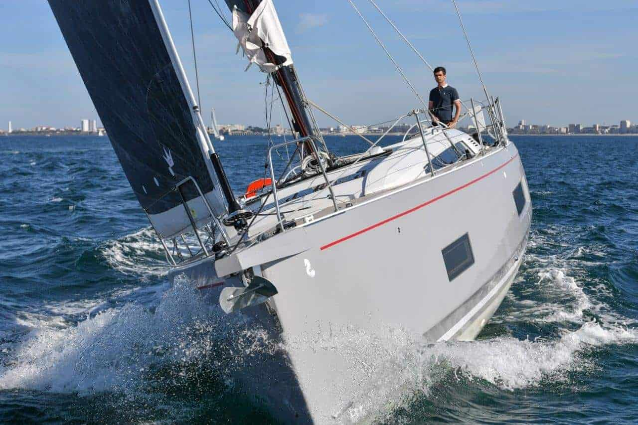 Beneteau Oceanis 46.1 sailing towards the camera with water splashing as it sails ahead