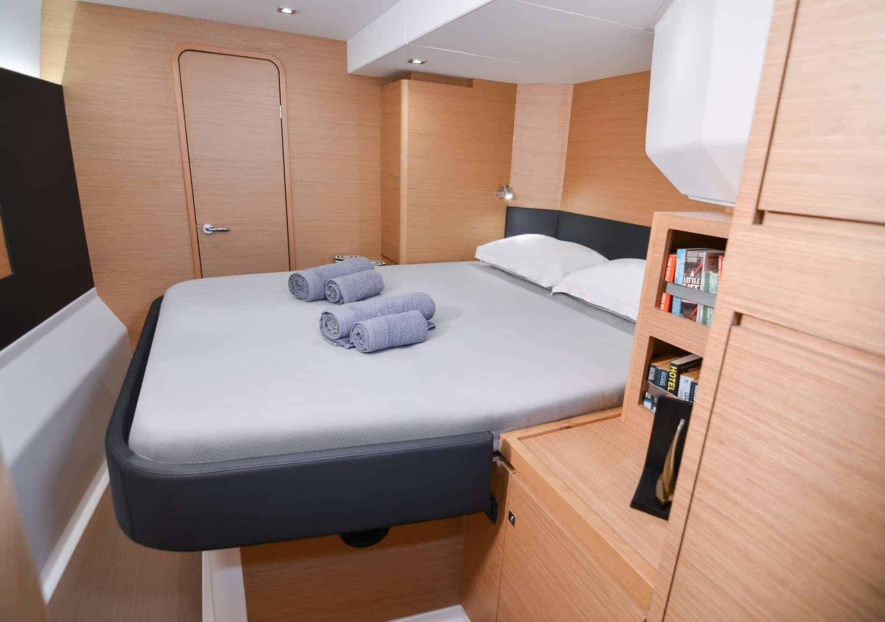 Dufour 48 catarmaran interior cabin bed