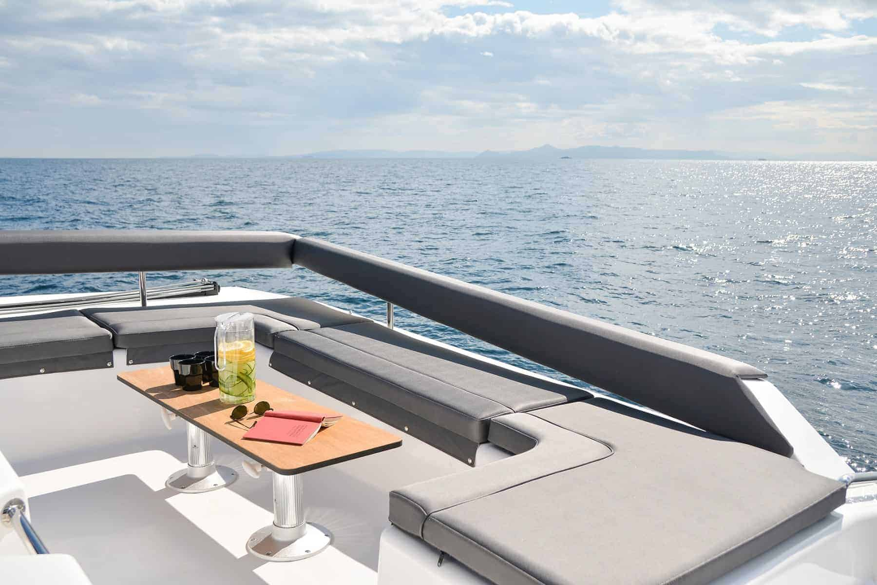 Dufour 48 catarmaran flybridge seating