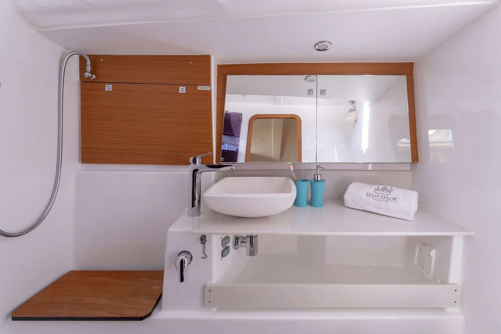 Sink and mirror in the head of the Dufour Grand Large 430 with home feeling design and beauty