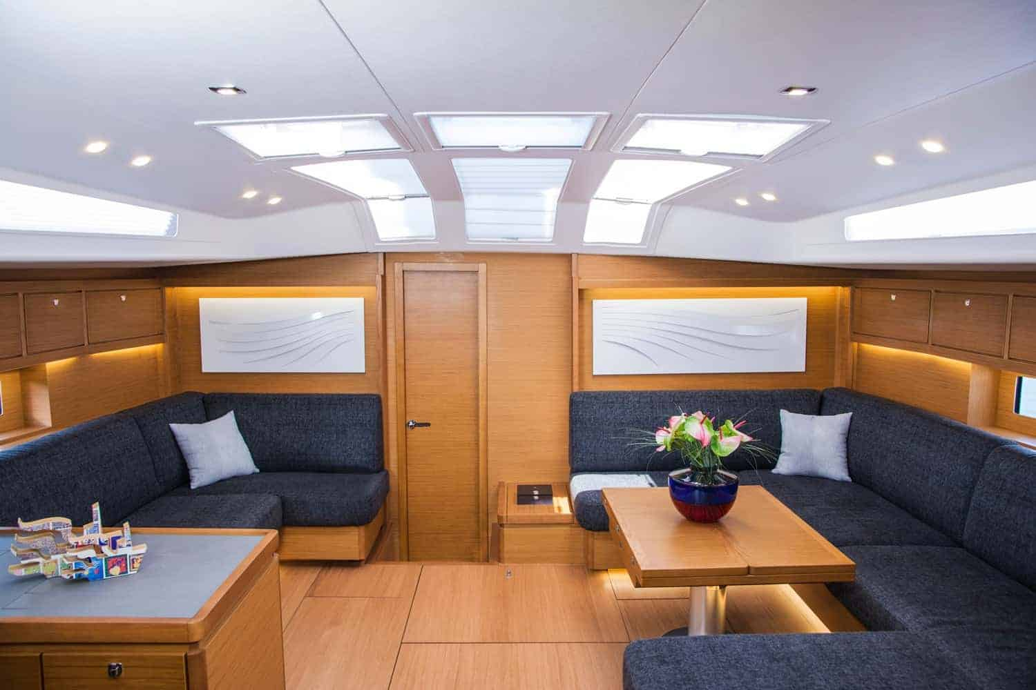Have a romantic evening in the luxurious and spacious saloon of the Dufour Exclusive 63