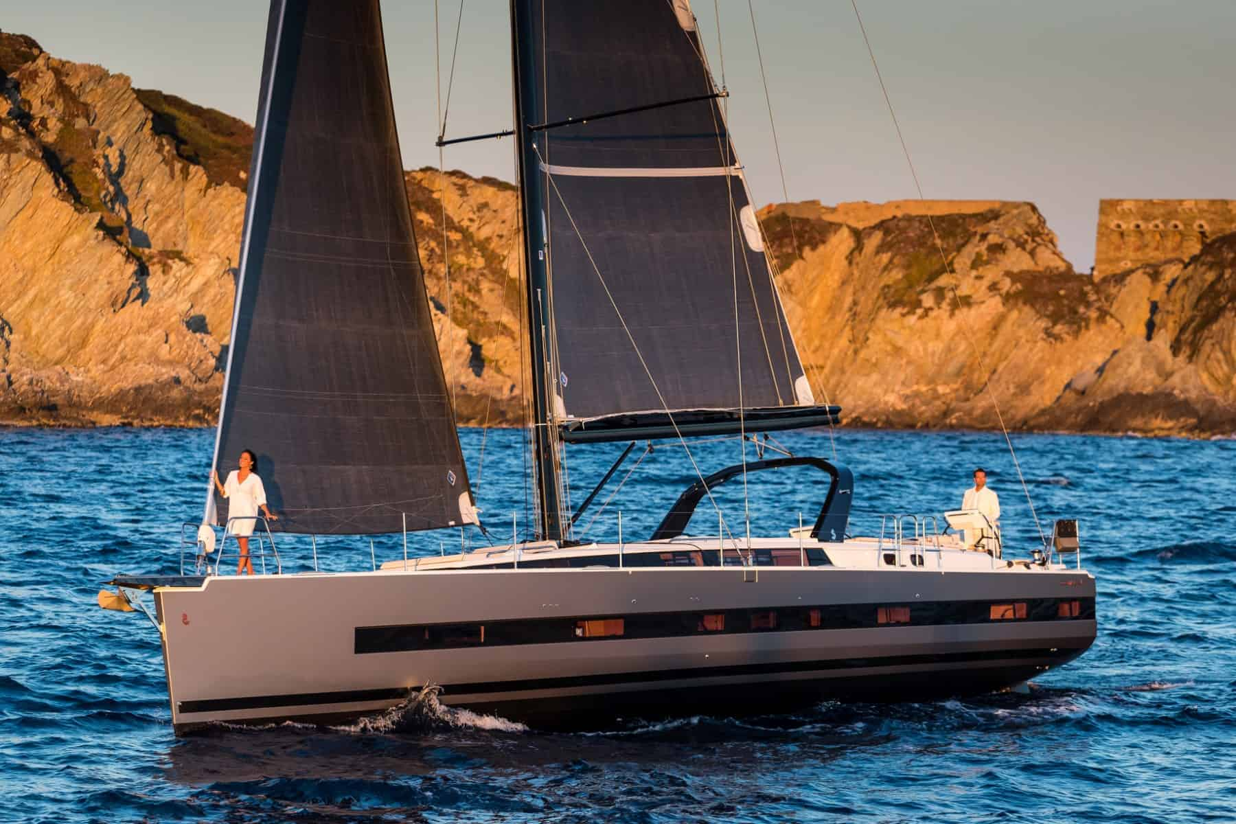 Beneteau_Oceanis_Yacht_62_up wind