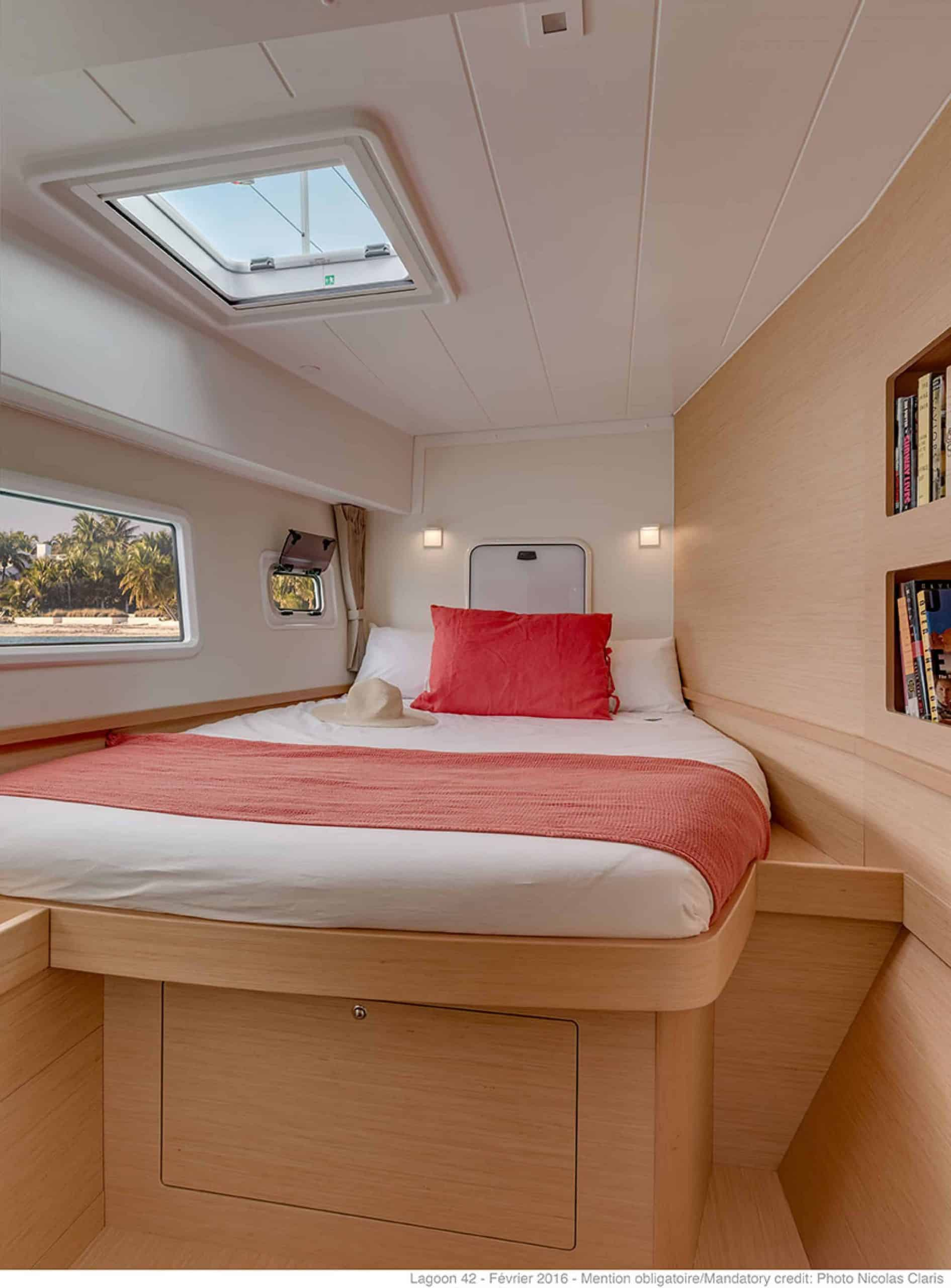 Relaxing cabin with double bed in the lagoon 42