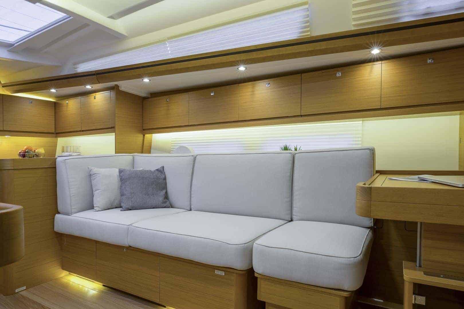 Dufour 520 Grand Large_salon