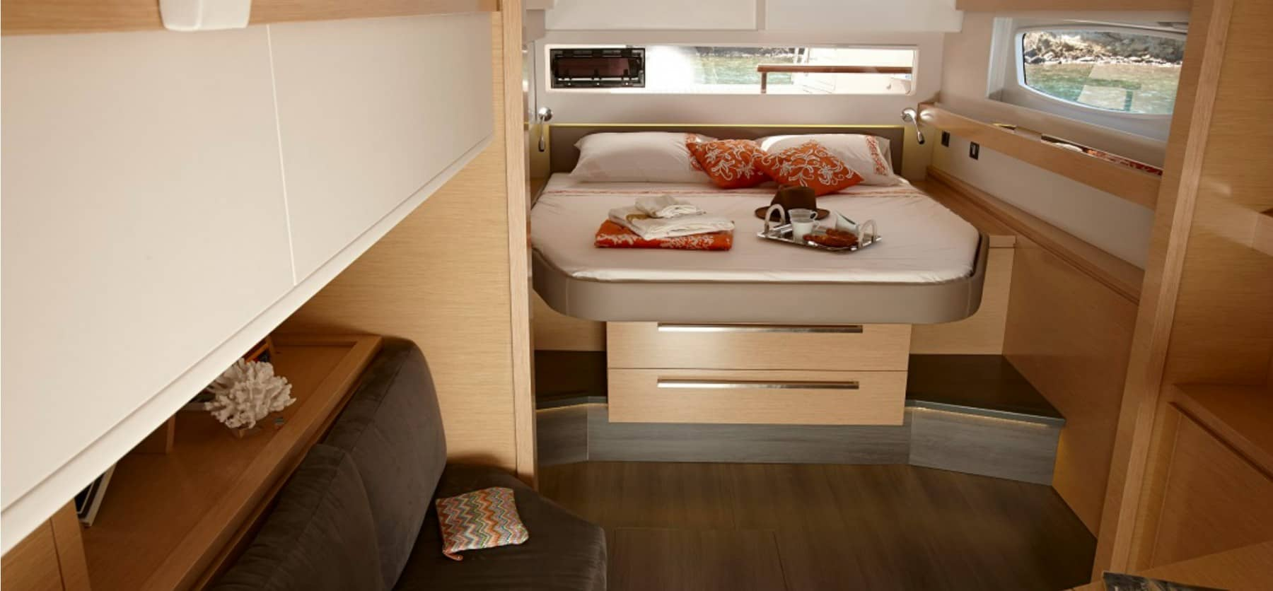 Beautiful owners cabin with lots of spave and a massive double bed, in the Fountain Pajot Ipanema 58.