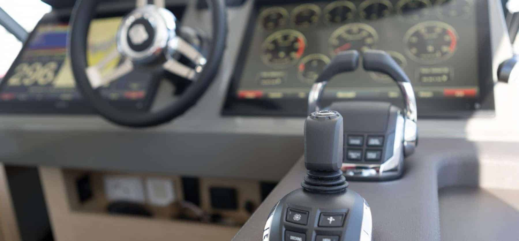 The steering wheel and throttle in a Fountaine Pajot Motor Yacht 44