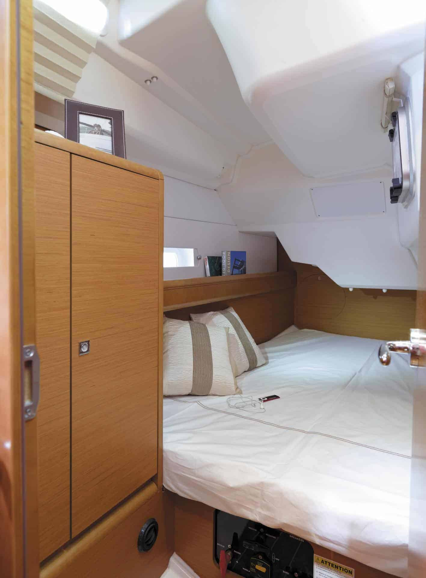 Cozy looking cabin with bed of Jeanneau Sun Odyssey 389