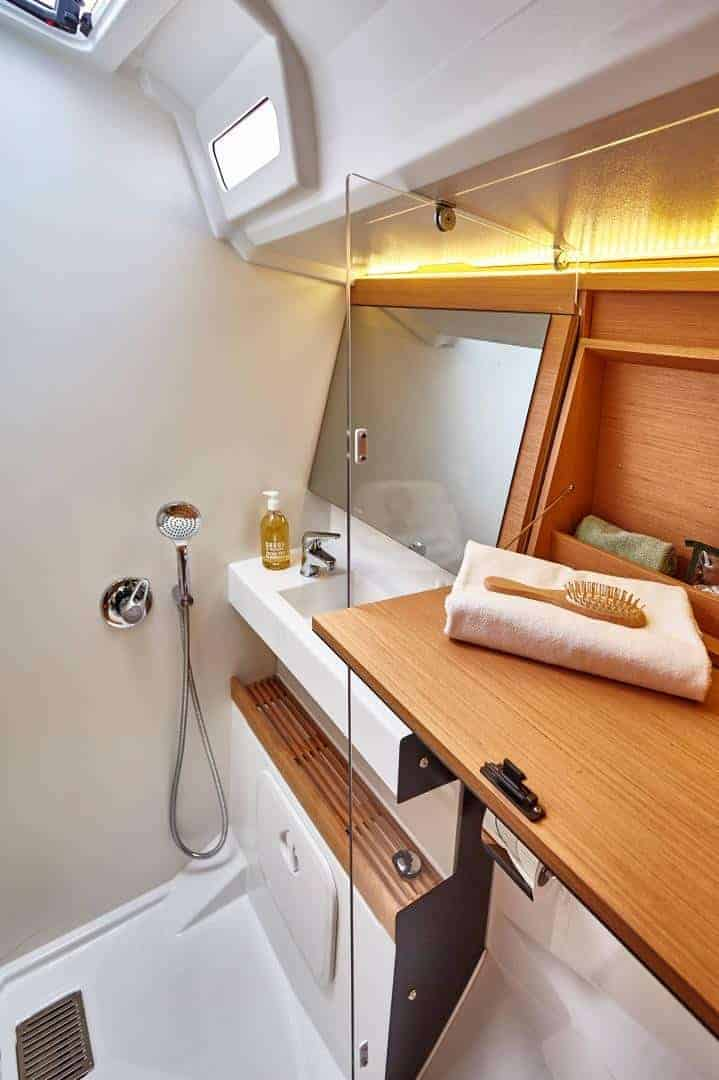 Sink and shower in the head of Jeanneau Sun Odyssey 440