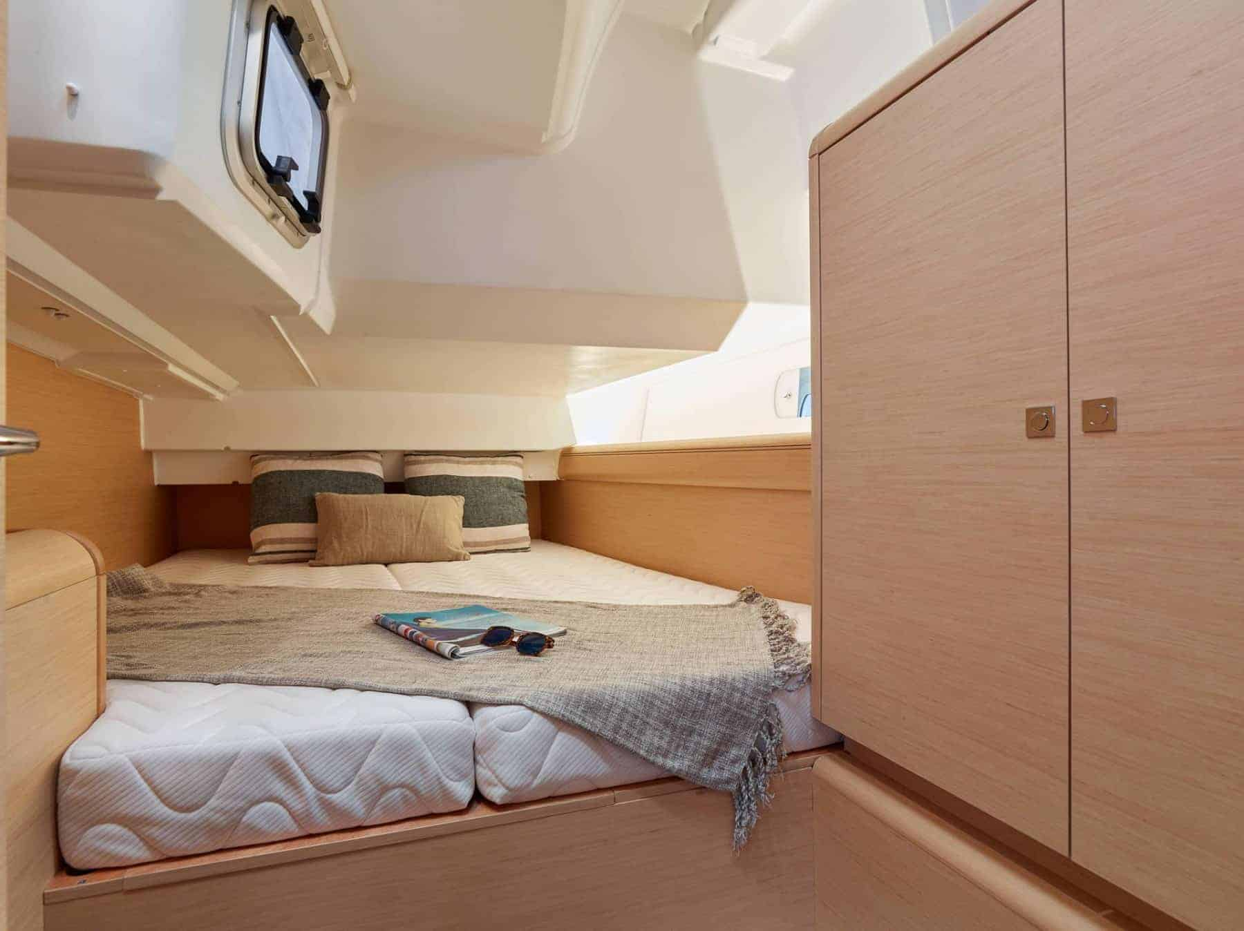 Cabin with a bed in a mono hull yacht