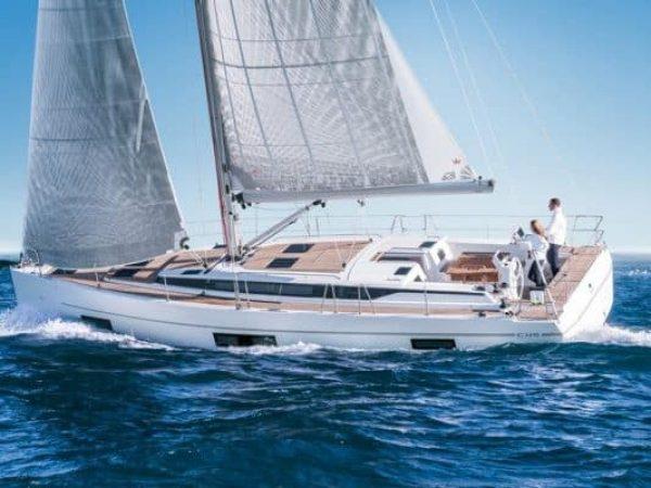Bavaria_c45_-sailing_starboard_Yacht-Match_opti-550x400.jpg