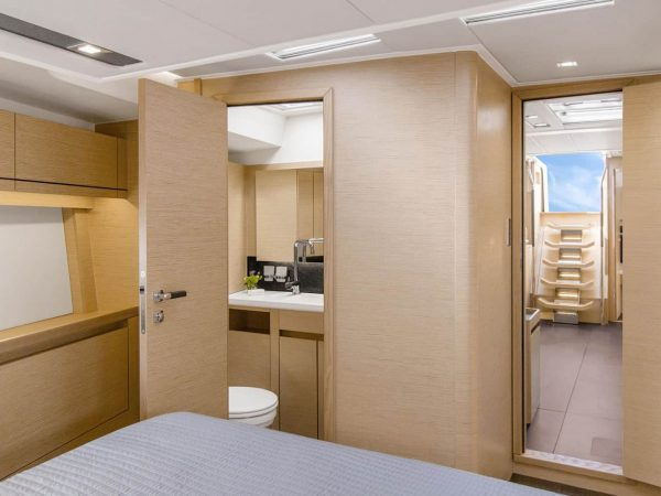 Hanse_548_interior_ownersh_cabin
