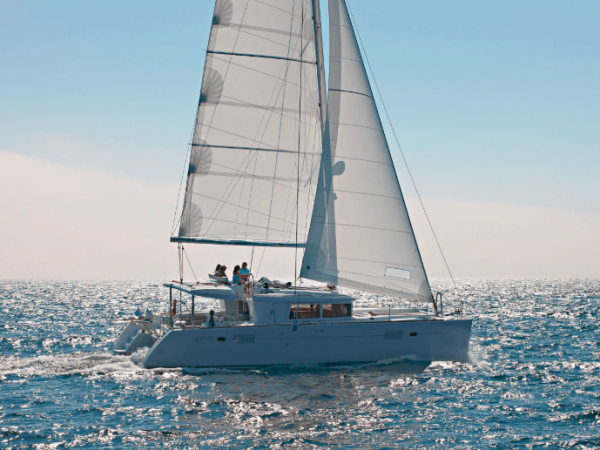 Lagoon 450 F sailing the open ocean with the sun above
