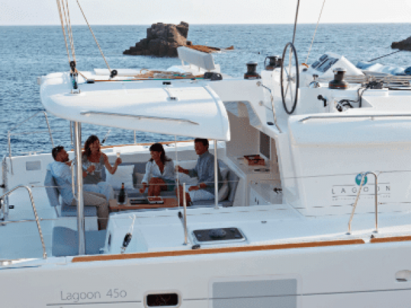 Side view of the deck with two couples having a nice time on the Lagoon 450 F