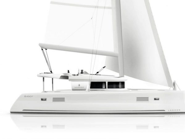 Side view of the lagoon 450 F yacht
