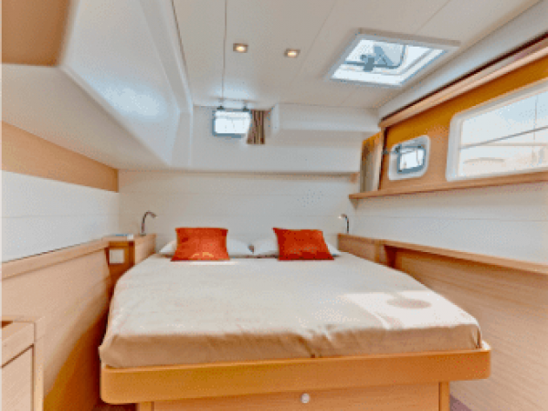 Cozy cabin of the Lagoon 450 F with good storage possibilities under the bed