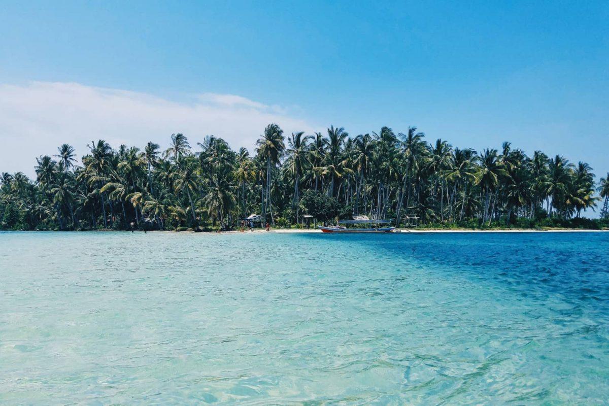 caribbean-beach-island-yacht-charter