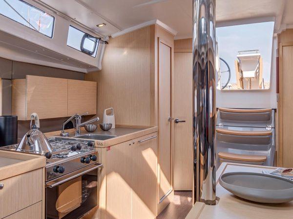 Beneteau-Oceanis-38.1-interior