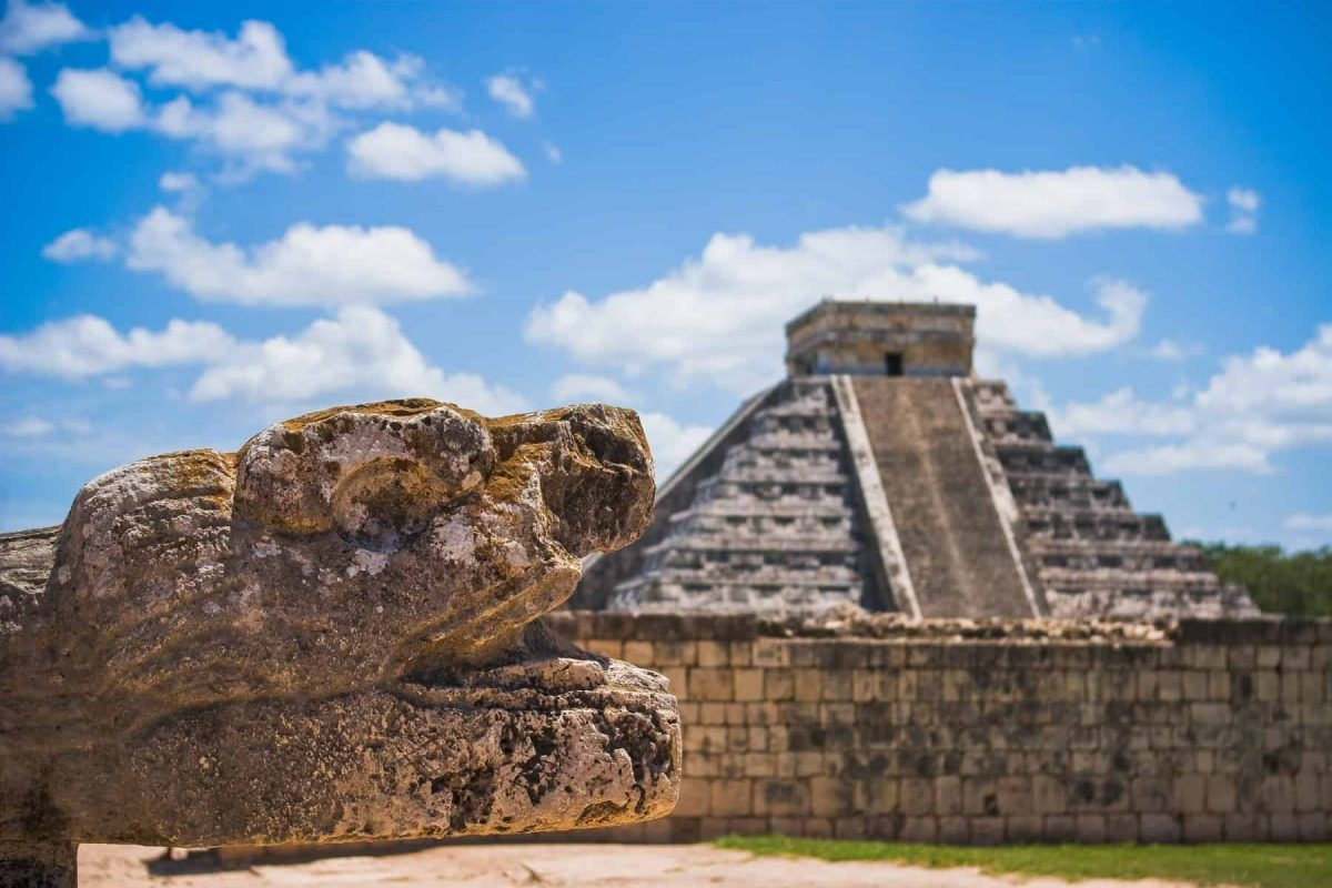 mexico-destination-chichenitza-pyramid